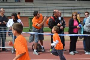 niños carrera discapacidad corriendo